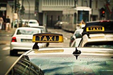 taxi-1515420_640