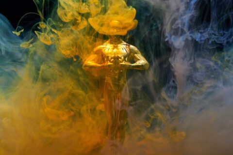 gold-coloured-human-statue-2098578